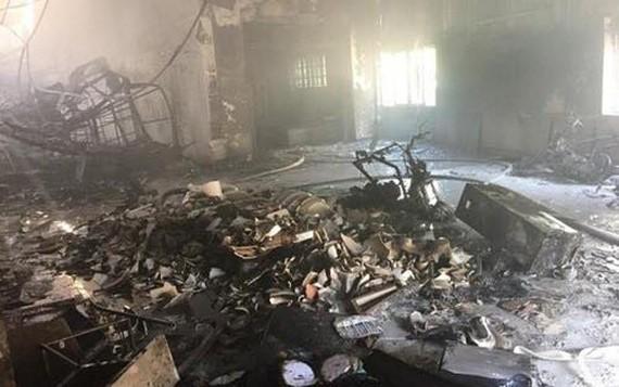 火勢熄滅後的現場一片狼藉。(圖源:人民報).