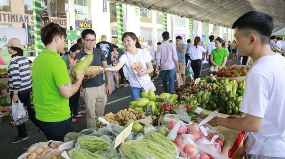 去年的活動吸引眾多居民前往參觀和選購無公害農產品。