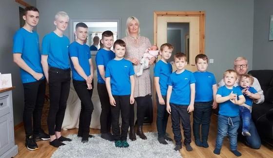 蘇格蘭羅斯郡一對夫妻,在15年間陸續生了10名男孩,創下英國國內紀錄。(圖源:互聯網)