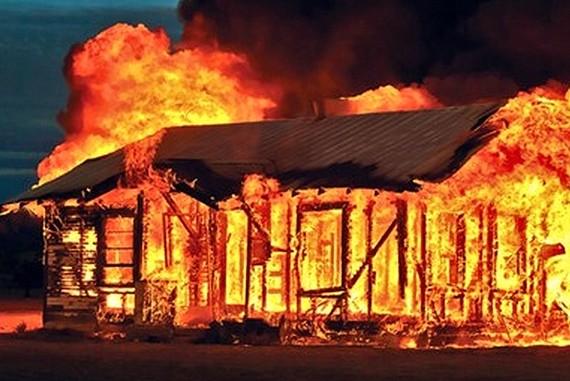 Cháy nhà bé gái 2 tuổi bị bỏng 90%