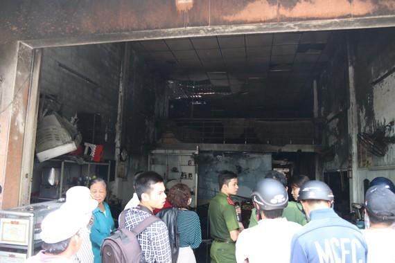 Ngôi nhà số 39 Nguyễn Thị Thập bị lửa thiêu rụi     Ảnh: NGUYÊN KHÔI