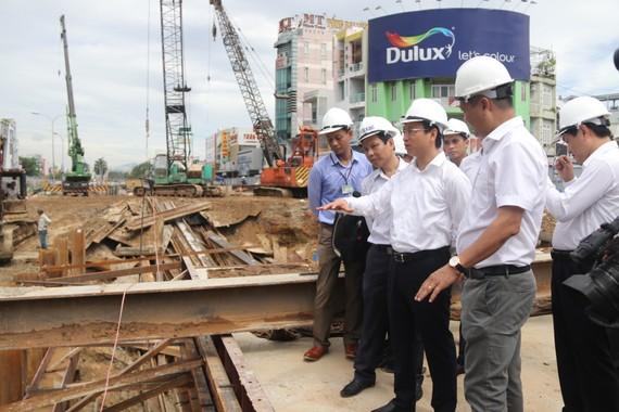 Bí thư Thành uỷ Nguyễn Xuân Anh đi kiểm tra hiện trường công trình thi công hầm chui Nguyễn Tri Phương - Điện Biên Phủ
