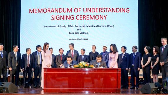 Lễ ký kết Biên bản ghi nhớ giữa Coca-Cola và Cục Ngoại vụ - Bộ Ngoại giao