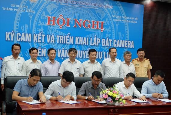 Hội nghị ký cam kết và triển khai lắp đặt camera trên xe ô tô vận chuyển du lịch