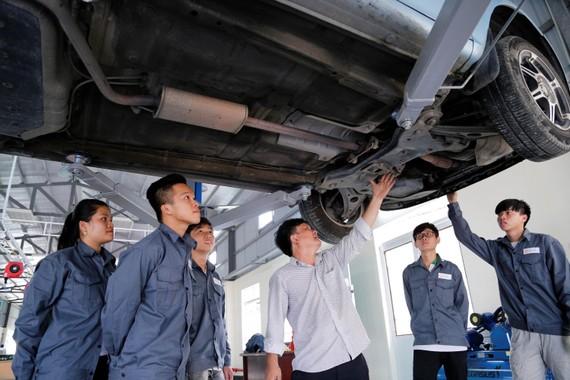 Xưởng thực hành ô tô của Trường Đại học Đông Á vừa đưa vào sử dụng