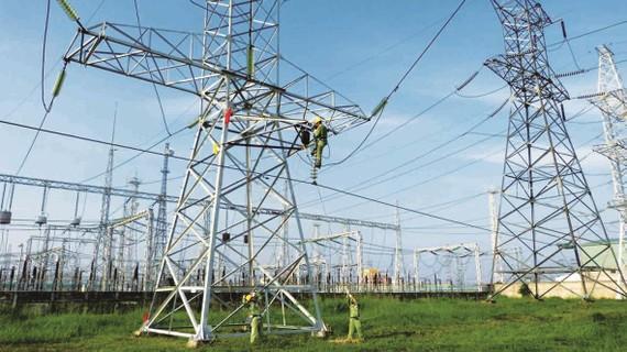 Theo Tập đoàn Điện lực Việt Nam (EVN), sở dĩ tiến độ thực hiện các dự án truyền tải để giải tỏa công suất cho các dự án điện mặt trời có nhiều khó khăn trong quá trình thực hiện là do gặp nhiều vướng mắc