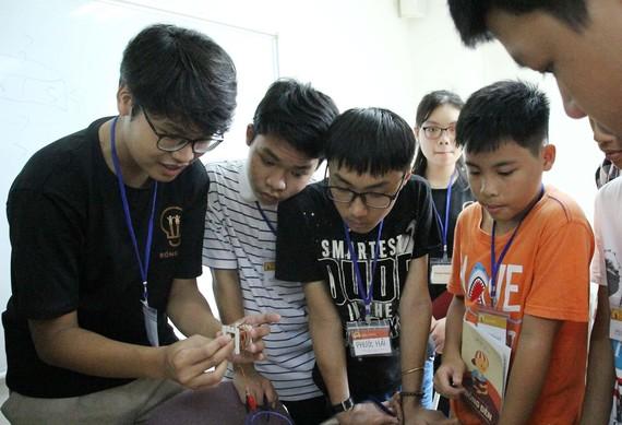 Tiết học lý đầy thú vị của em Lê Quang Sơn dành cho trại sinh