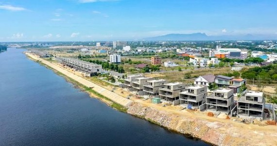 UBND TP Đà Nẵng yêu cầu các cơ quan chức năng đình chỉ thi công, thu hồi giấy phép xây dựng 36 căn biệt thự của Đất Xanh Miền Trung
