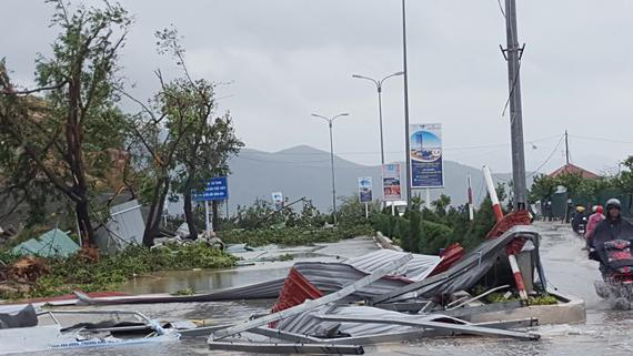Bão số 12 phá tan mảng xanh Nha Trang