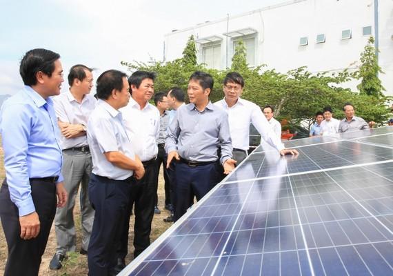Lãnh đạo Bộ Công thương kiểm tra dự án điện mặt trời tại Ninh Thuận