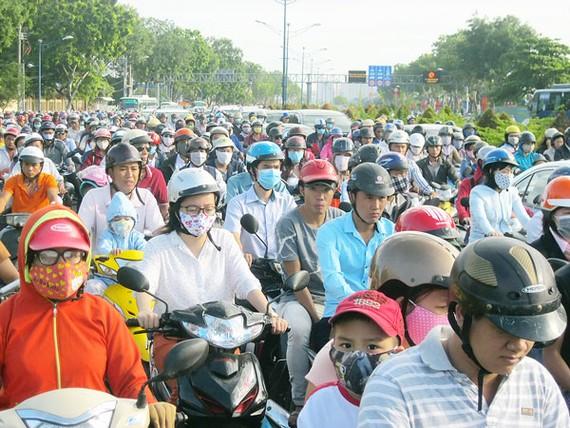 A traffic jam in Tan Phu district, HCMC (Photo: SGGP)
