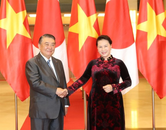 National Assembly Chairwoman Nguyen Thị Kim Ngân meets Japanese Speaker of the House of Representatives Oshima Tadamori yesterday in Hanoii. (Photo: VNA/VNS)