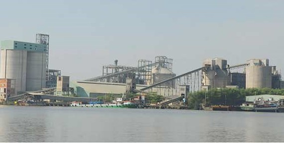 A riverside cement plant in Hiep Phuoc Industrial Park, HCMC (Photo: SGGP)