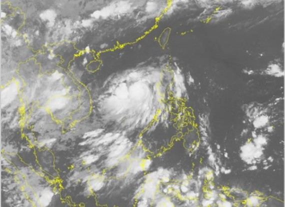 A satellite image of the tropical low pressure system on the East Sea on June 11 (Photo: national weather bureau)