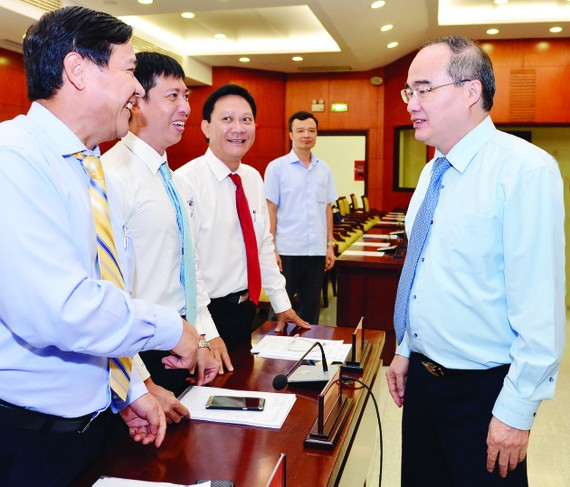 Secretary of the city Party Committee Nguyen Thien Nhan talks to delegates at a conference of the 10th Party Committee on June 27 (Photo: SGGP)