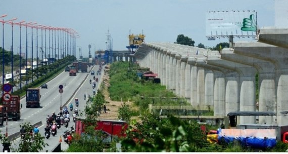 The pillars on the right of the photo is the under construction above ground stretch of the first metro line Ben Thanh-Suoi Tien in HCMC (Photo: SGGP)