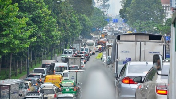 A traffic jam at entrance to Tan Son Nhat International Aiport on July 20 (Photo: SGGP)