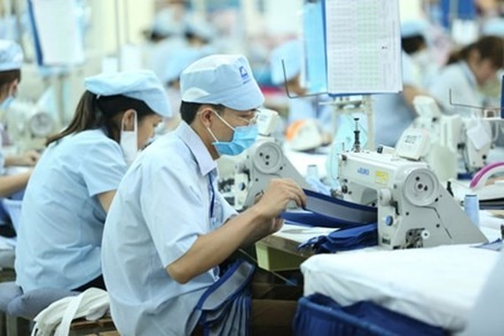 An increase in regional minimum wage for 2018 has yet to be finalised due to disagreements over the margin of increase. (Photo: laodong.com.vn)