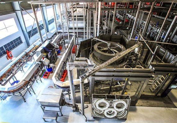 A production chain at the Saigon Alcohol Beer and Beverages Corporation's plant in Thanh Loc Industrial Zone, Kien Giang Province. (Photo: VNA/VNS)
