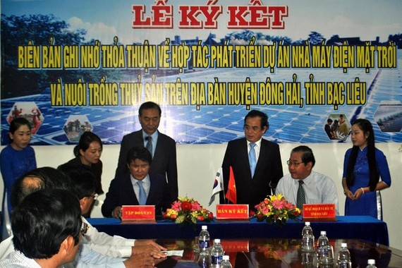 Bac Lieu province signed a MoU with the Republic of Korea-based SY group to build a solar power project in Dong Hai district. (Photo: laodong)