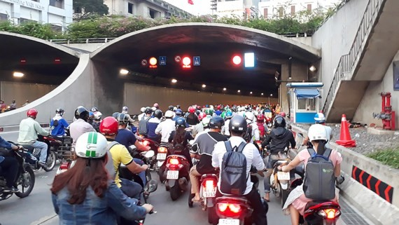 Traffic jam has regularly occurred in Saigon River tunnel because of increasing vehicles through the tunnel (Photo: SGGP)
