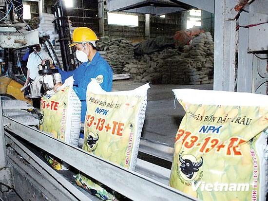 A production line of Binh Dien Fertilizer Company (Photo: SGGP)