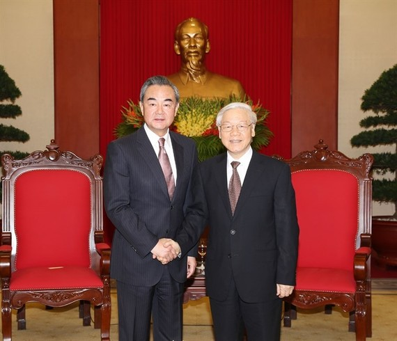 General Secretary of the Communist Party of Vietnam (CPV) Nguyen Phu Trong (right) hosted a reception in the capital city of Hanoi yesterday for Chinese Foreign Minister Wang Yi, who's on a three-day visit to Vietnam. (Photo: VNA/VNS)