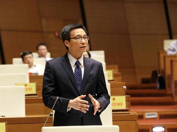 Deputy Prime Minister Vu Duc Dam responds to queries from National Assembly deputies yesterday afternoon. (Photo: VNA/VNS)