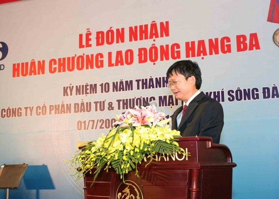 Dinh Manh Thang addresses an event of the Petro Song Da Trading and Investment JSC (Source: tuoitre.vn)