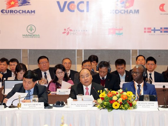 Prime Minister Nguyen Xuan Phuc pledged favourable conditions for businesses at the Vietnam Business Forum in Hanoi on Tuesday. (Photo: VNA/VNS)