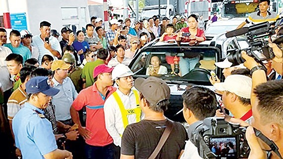 Chaos at Cai Lay BOT toll booth on November 30, 2017 (Photo: SGGP)