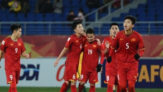 Vietnamese players celebrate their goal during the AFC U23 Championship match against Iraq on January 20. Vietnam win 5-3 in penalty shootout (Photo VNA)