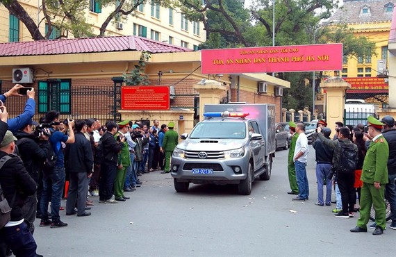 The police escorted the convicted out of the Hanoi People's Court after the trial looking into wrongdoings at the State-owned oil group PetroVietnam ended on January 28. (Photo: VNA/VNS)