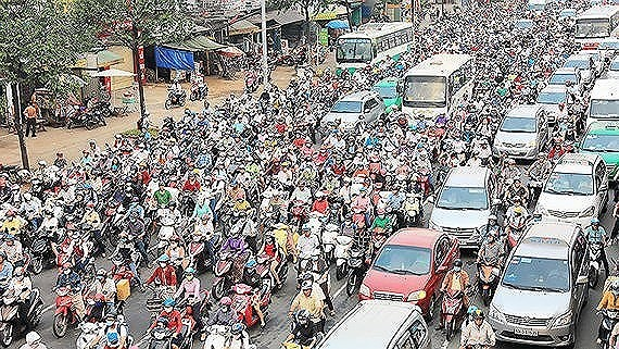 Traffic jam in a HCMC street (Photo: SGGP)