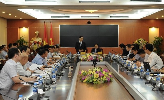 Leaders of CMSC and MIC at the meeting.  Photo baochinhphu.vn