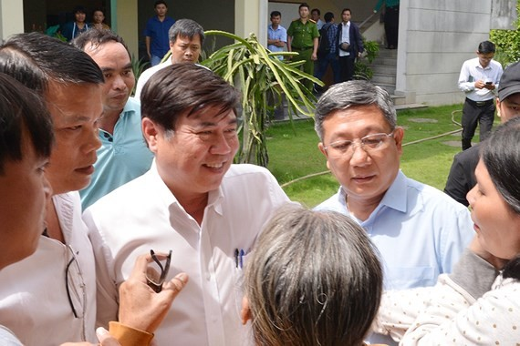 Chairman of HCMC People's Committee talks to Thu Thiem residents (Photo: SGGP)