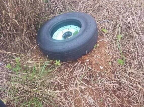 One nose wheel of the Vietjet Air plane with landing problem at Buon Ma Thuot Airport was found on November 30 morning (Photo: VNA)