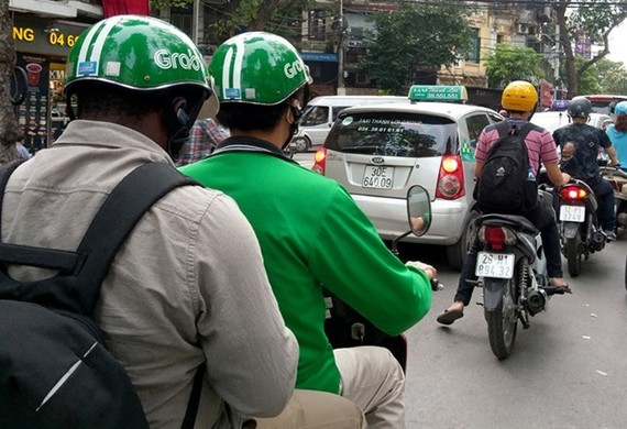 A Grab bike on Ly Thuong Kiet Street in Hanoi (Photo: VNA)