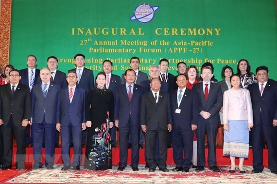 National Assembly Chairwoman Nguyen Thi Kim Ngan (fouth from left, first line) takes photo with other delegation heads (Source: VNA)