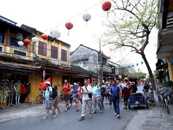 International tourists visit Hoi An ancient city in Vietnam's central province of Quang Nam (Photo: VNA)