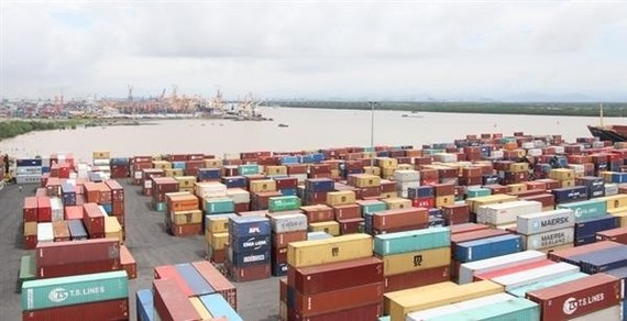 A shipping yard Hai Phong port. Vietnam had a trade deficit of about US$1 billion in the first 15 days of this year. (Photo: baohaiquan.vn)