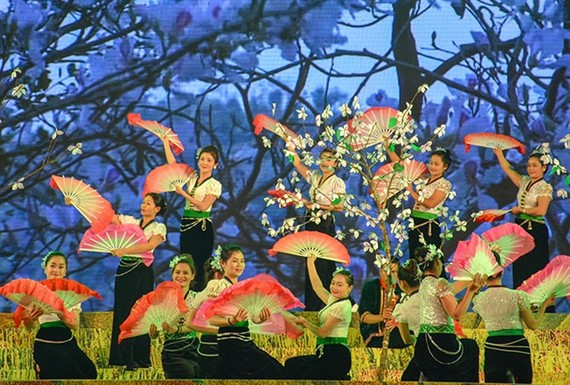An art performance at the Hoa Ban Festival 2018 held in Điện Biên Province. — (Photo: baodienbienphu.info.vn)
