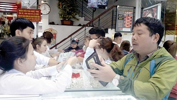 People buy gold on the Day of the God of Wealth in Da Nang. ( Photo: SGGP)