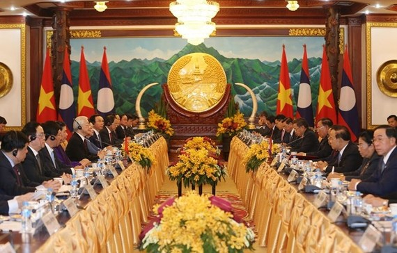 At the talks between General Secretary of the Communist Party of Vietnam Central Committee and President Nguyen Phu Trong and his Lao counterpart Bounnhang Vorachith in Vientiane on February 24 (Photo: VNA)