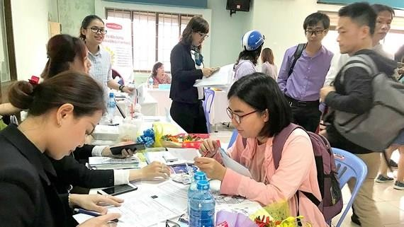 The labor market in HCMC has been noisy after Tet holidays with businesses' demand of recruiting thousands of workers in HCMC (Photo: SGGP)