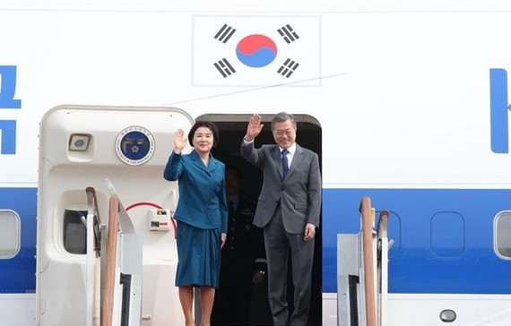 President of the Republic of Korea Moon Jae-in and his spouse arrive in Cambodia on March 14 (Photo: Yonhap/VNA)