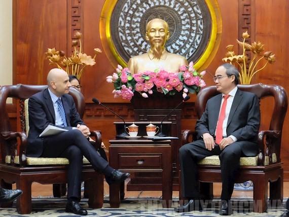 Secretary of HCMC Party Committee Nguyen Thien Nha receives Italian Ambassador to Vietnam Antonio Alessandro on March 15 (Photo: hcmcpv)