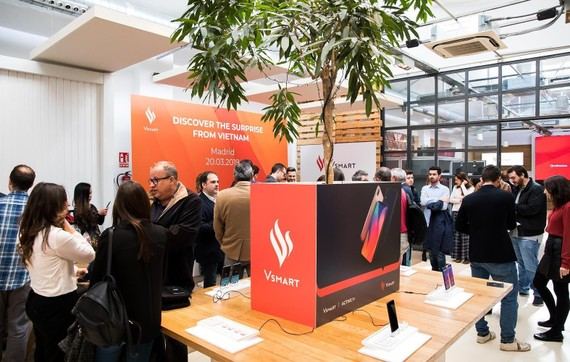 Vingroup's smartphones are available in Spain from March 21. (Photo: SGGP)