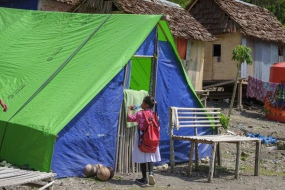 An Indonesian child outside her makeshift shelters. Some 6,000 children are still homeless six months after a devastating earthquake and tsunami hit Indonesia's Palu city in September 2018. (Photo: AFP)
