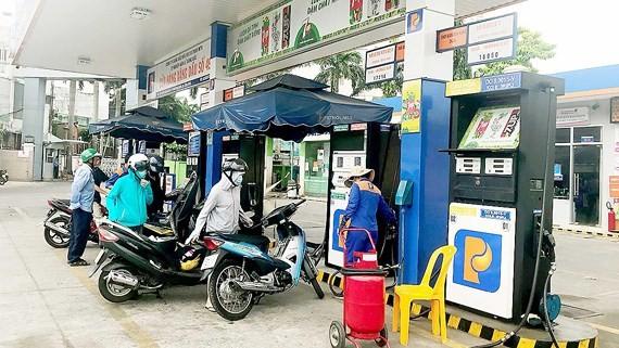 Fuel stations still ensure gasoline supply. (Photo: SGGP)
